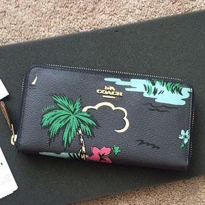 Accordian Style Wallet With Scenic Hawaiian Print